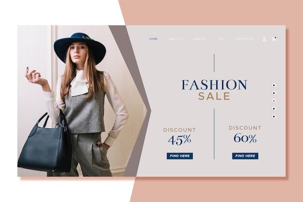 Mujer sosteniendo una bolsa de página de inicio de venta de moda