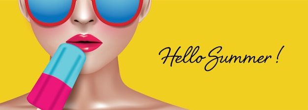 Mujer sosteniendo paleta con gafas coloridas sobre fondo amarillo con hello summer tex