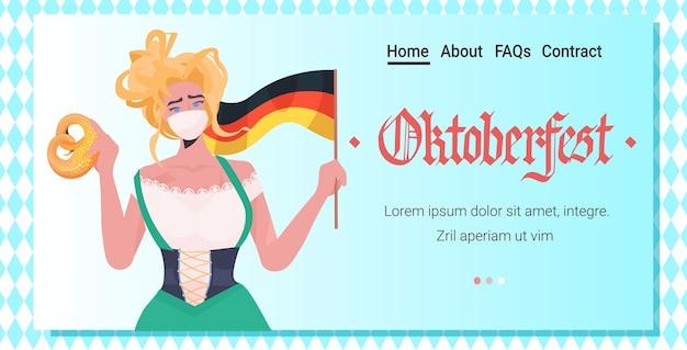 Mujer sosteniendo pretzel salado y bandera fiesta oktoberfest