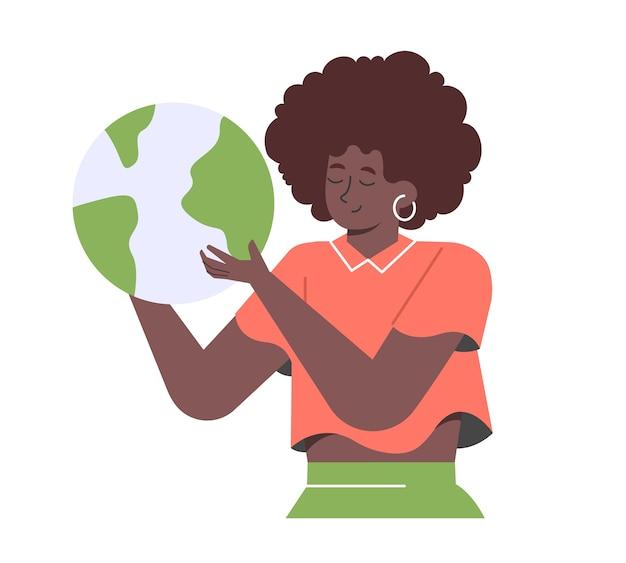La mujer sostiene un globo.