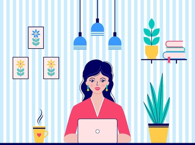 La mujer trabaja en casa. educación online y trabajo autónomo.