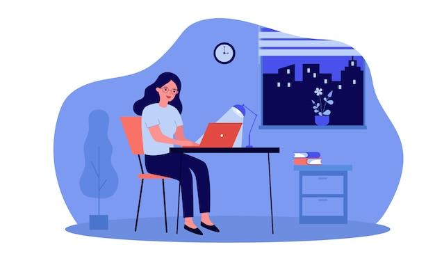 Mujer trabajando de noche