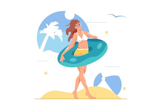 Mujer en traje de baño con anillo inflable y vasos de agua en la playa, gran bola inflable aislado