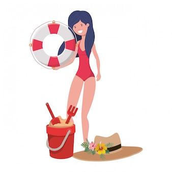 Mujer con traje de baño y flotador salvavidas en blanco.