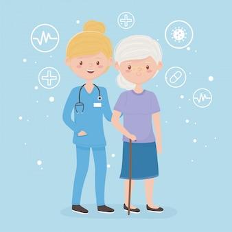 Mujer con uniforme de cirugía y paciente personaje de dibujos animados anciana