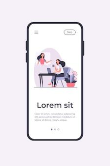 Mujer usando laptop y hablando con un amigo. videollamada, bocadillo, taza de té ilustración vectorial plana. comunicación, plantilla de aplicación móvil de concepto de video chat en línea