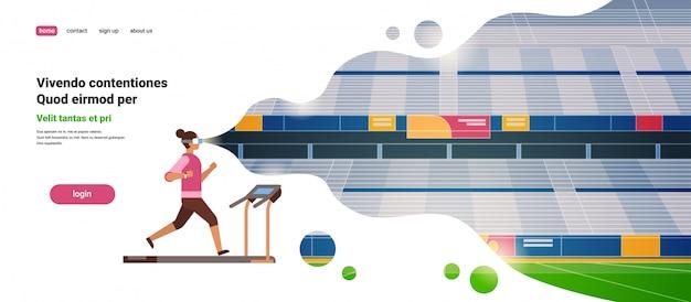 Mujer usar gafas vr corriendo en la cinta de correr estadio de realidad virtual pista visión auriculares innovación