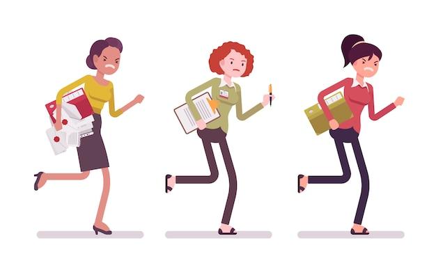 Mujeres corriendo con carpetas