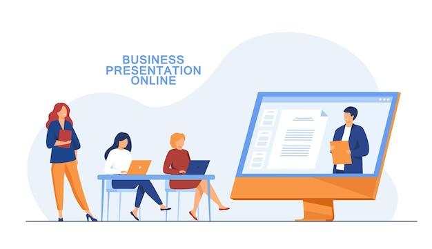Mujeres empresarias escuchando presentación en línea
