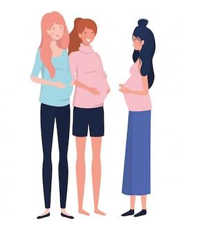 Mujeres hermosas embarazadas de pie en blanco