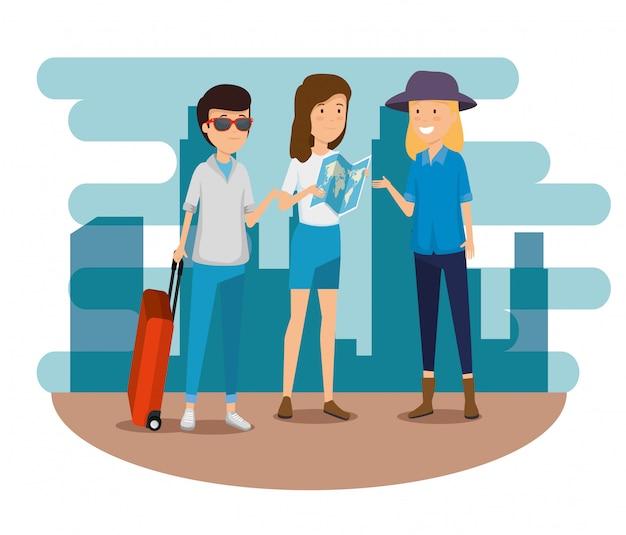Mujeres y hombres con maleta y mapa global