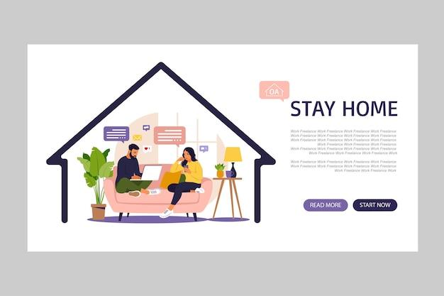 Mujeres y hombres sentados en un sofá y trabajando en línea en casa.