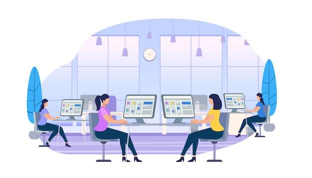 Mujeres jóvenes trabajando en computadoras sentadas en escritorios
