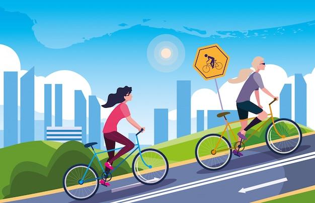 Mujeres montando bicicleta en paisaje urbano con señalización para ciclista