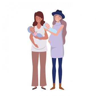Mujeres de pie con un bebé recién nacido en sus brazos