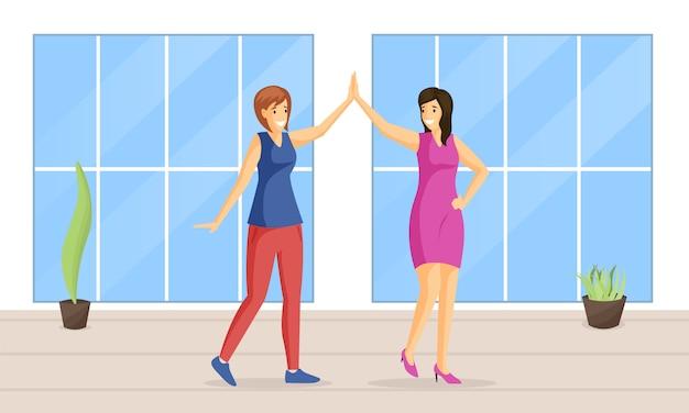 Mujeres sonrientes que dan alta cinco ilustración plana. pareja de baile, entretenimiento, ocio juntos, emociones positivas. amigas tomados de la mano, personajes de dibujos animados de niñas felices
