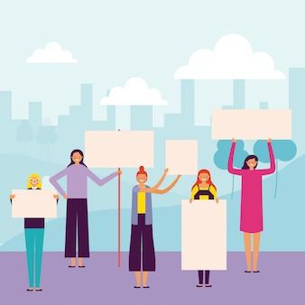 Mujeres sosteniendo pancartas