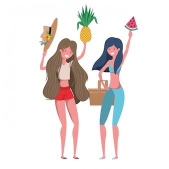 Mujeres con traje de baño y frutas tropicales en la mano.
