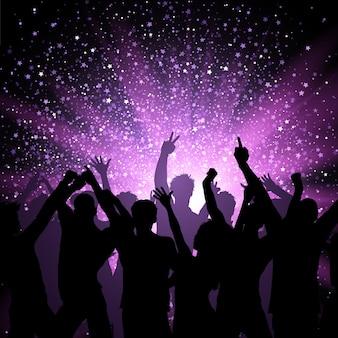 Multitud de fiesta en el fondo de estrellas púrpura