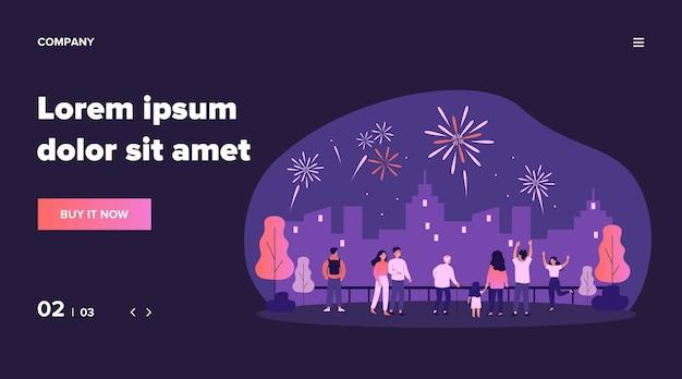 Multitud de gente de la ciudad celebrando un evento festivo urbano, viendo espectaculares fuegos artificiales en el cielo nocturno sobre el paisaje de la ciudad. ilustración para pirotecnia, espectáculo, concepto de explosión.