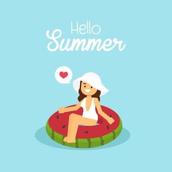 Natación del traje de baño de la muchacha que lleva en la sandía inflable en vacaciones de verano