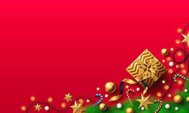 Navidad y año nuevo fondo rojo con caja de regalo dorado