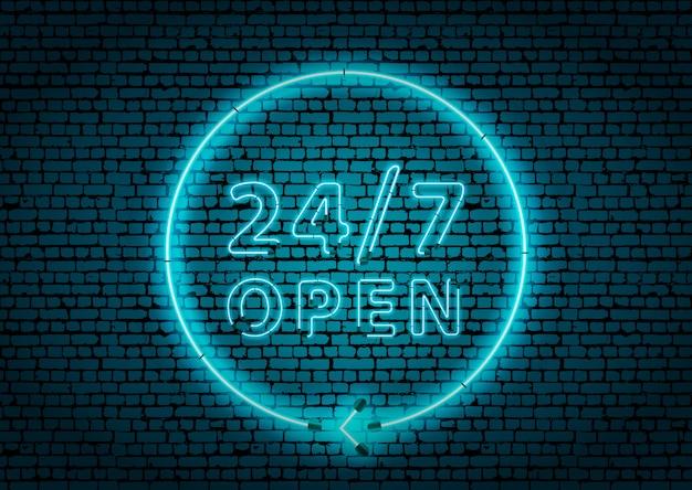 Neón azul brillante que brilla intensamente las 24 horas muestra abierta en la pared de ladrillo oscura