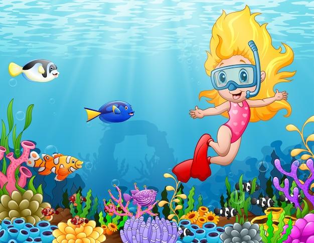 Niña de buceo en el mar