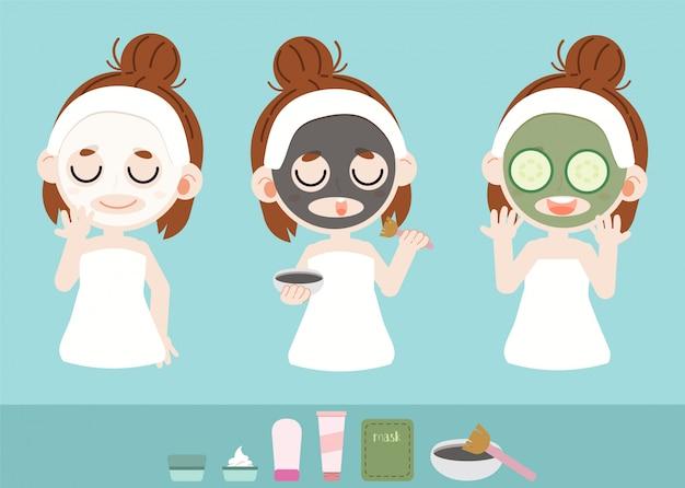 La niña cuida su rostro con mascarilla facial.