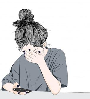 La niña está estresada mientras juega con el móvil
