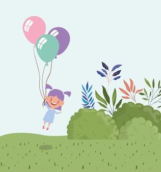 Niña feliz con globo de helio en el paisaje de campo