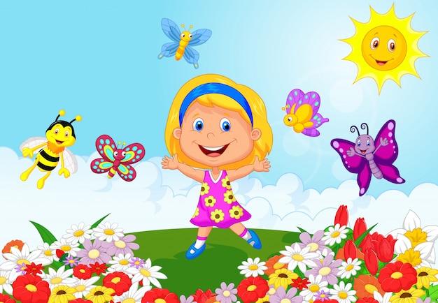 Niña feliz que se ejecuta en campo de flor