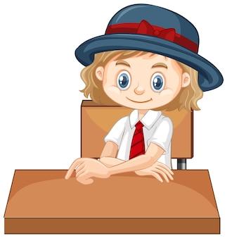 Una niña feliz sentada en el escritorio