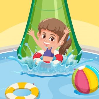 Una niña feliz en el tobogán de agua