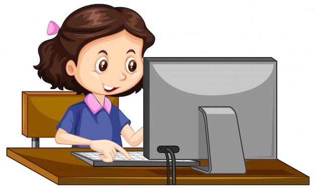 Una niña feliz trabajando en la computadora