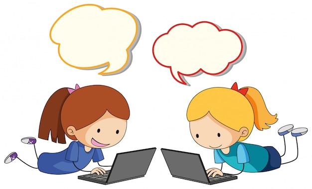 Niña, juego, computadora, con, globo del discurso