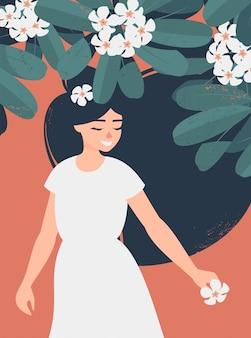 Niña morena sonriente bajo un árbol de frangipanis en flor
