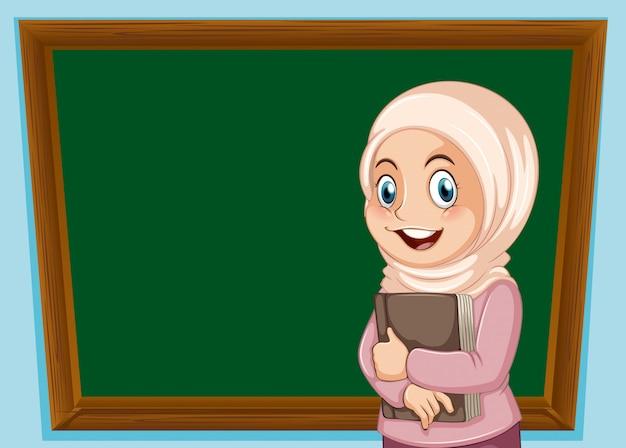 Una niña musulmana y una pancarta de pizarra.
