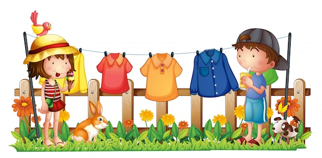 Una niña y un niño en el jardín con la ropa colgada