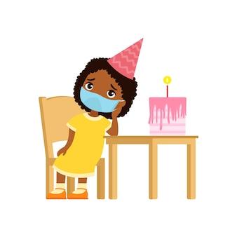 La niña de piel oscura está triste en su cumpleaños.