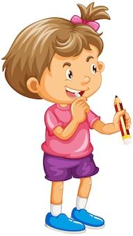 Una niña sosteniendo un personaje de dibujos animados de lápiz aislado en blanco