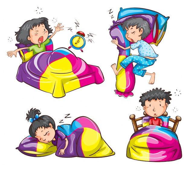 Niñas y niños con coloridas mantas y almohadas.