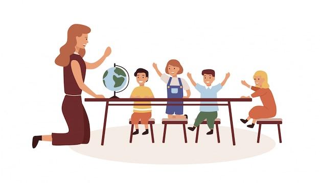 Niñeras y niños personajes de dibujos animados en el aula de la escuela primaria.
