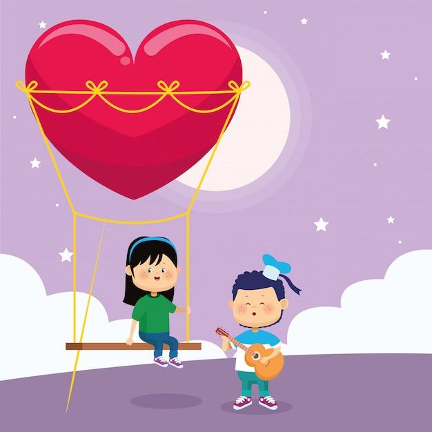 Niño cantando y mujer en columpio de corazón