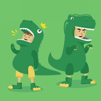 Niño disfrazado de dinosaurio.