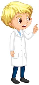 Niño feliz en bata de ciencia de pie sobre fondo blanco.
