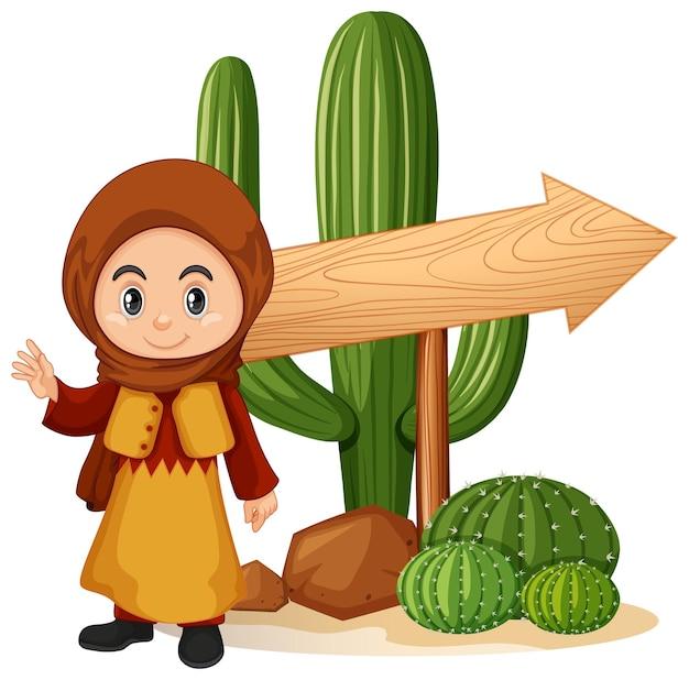 Niño feliz con flecha de madera en el desierto