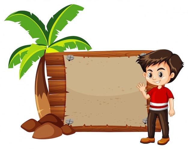 Niño feliz y letrero de madera