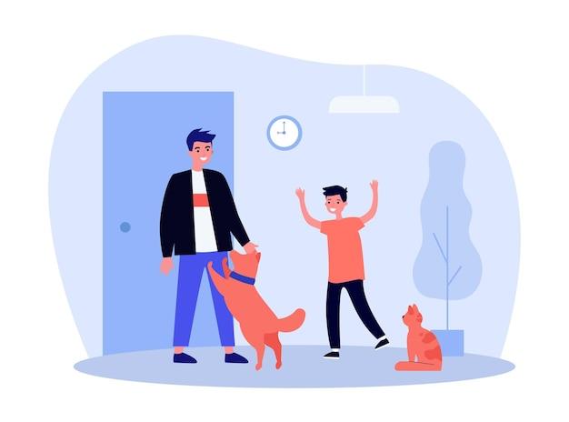 Niño feliz y mascotas dando la bienvenida a papá en casa
