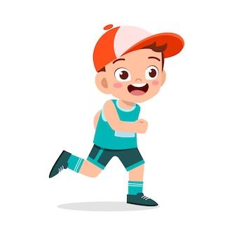 Niño feliz niño tren correr maratón trotar